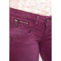 Freeman T. Porter ALEXA Jeansy Slim Fit potent purple. Niebieskie jeansy damskie marki Freeman T. Porter. W wyprzedaży za 208,45 zł.