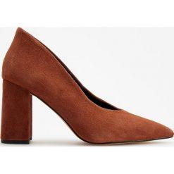 Skórzane czółenka na wysokim obcasie - Pomarańczo. Białe buty ślubne damskie marki Reserved, na wysokim obcasie. Za 199,99 zł.