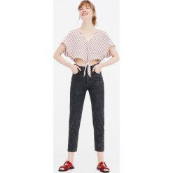 Jeansy mom fit basic. Niebieskie jeansy damskie relaxed fit Pull&Bear. Za 79,90 zł.