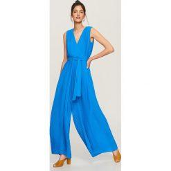 Kombinezony damskie: Kombinezon ze zwiewnej tkaniny - Niebieski