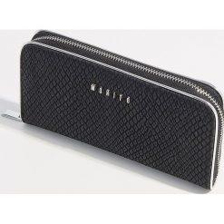 Portfel z motywem zwierzęcym - Czarny. Czarne portfele damskie Mohito, z motywem zwierzęcym. Za 59,99 zł.