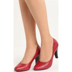 Czerwone Czółenka Do Ya. Czerwone buty ślubne damskie marki Born2be, ze skóry, na niskim obcasie, na słupku. Za 79,99 zł.