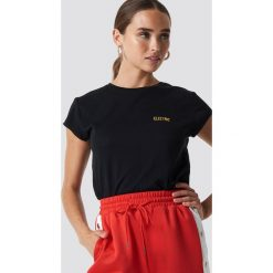 T-shirty damskie: NA-KD T-shirt z surowym wykończeniem i haftem - Black