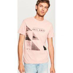 T-shirt z nadrukiem - Różowy. Fioletowe t-shirty męskie z nadrukiem marki KIPSTA, m, z elastanu, z długim rękawem, na fitness i siłownię. Za 29,99 zł.