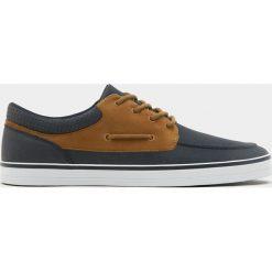 Buty męskie: Granatowe buty sportowe w marynarskim stylu