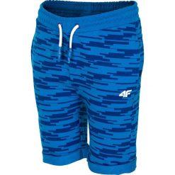 Spodenki dresowe dla dużych chłopców JSKMD210 - niebieski. Niebieskie spodenki chłopięce marki 4F JUNIOR, z bawełny. Za 49,99 zł.