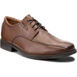 Półbuty CLARKS - Tilden Walk 261300957 Dark Tan Leather. Brązowe derby męskie Clarks, z materiału. W wyprzedaży za 199,00 zł.