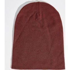 Czapka - Bordowy. Czerwone czapki zimowe damskie marki Sinsay. Za 14,99 zł.