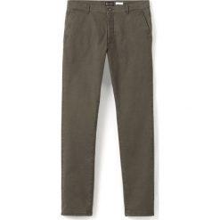 Spodnie chino krój slim wzorzyste. Brązowe chinosy męskie marki La Redoute Collections, z nadrukiem, z bawełny. Za 94,50 zł.