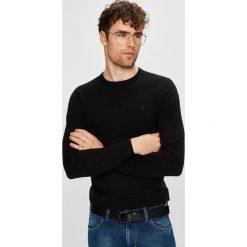 Wrangler - Sweter. Czarne swetry klasyczne męskie Wrangler, l, z bawełny, z okrągłym kołnierzem. W wyprzedaży za 149,90 zł.