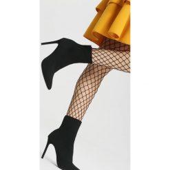 Czarne Botki Golden Hour. Szare botki damskie na obcasie marki Carinii, z materiału, z otwartym noskiem. Za 129,99 zł.