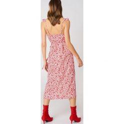 Sukienki hiszpanki: Andrea Hedenstedt x NA-KD Kopertowa sukienka midi – Pink,Multicolor