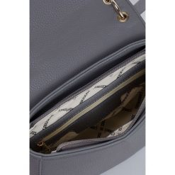 Monnari - Torebka Base Style. Szare torebki klasyczne damskie Monnari, w paski, z materiału, średnie. W wyprzedaży za 99,90 zł.