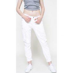 G-Star Raw - Jeansy Arc 3D. Szare boyfriendy damskie marki G-Star RAW, z obniżonym stanem. W wyprzedaży za 359,90 zł.