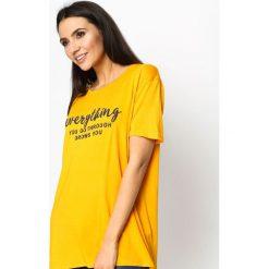 Żółty T-shirt Influencer. Żółte bluzki damskie marki Mohito, l, z dzianiny. Za 29,99 zł.