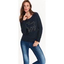 BLUZA DAMSKA Z RĘCZNIE WYKONANĄ APLIKACJĄ. Szare bluzy damskie marki Top Secret, eleganckie, z chokerem. Za 49,99 zł.