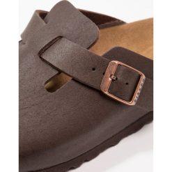 Birkenstock BOSTON Kapcie  cocoa brown. Brązowe kapcie męskie Birkenstock, z materiału. W wyprzedaży za 284,25 zł.