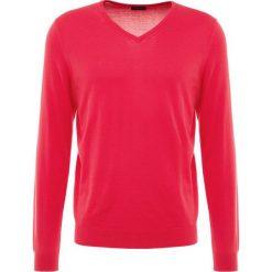 Drumohr V NECK Sweter pink. Białe swetry klasyczne męskie marki Bambi, l, z nadrukiem, z okrągłym kołnierzem. Za 959,00 zł.