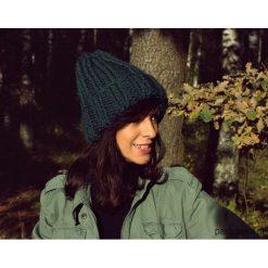 Czapki zimowe damskie: Czapka beanie zieleń handmade z wełną