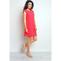 Fuksja Trapezowa Elegancka Sukienka. Czerwone sukienki balowe marki Lemoniade, na imprezę, z satyny, z kopertowym dekoltem, z długim rękawem, kopertowe. Za 129,90 zł.