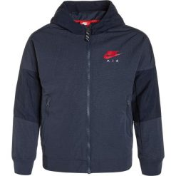 Nike Performance AIR Kurtka sportowa thunder blue/university red. Niebieskie kurtki chłopięce sportowe marki bonprix, z kapturem. W wyprzedaży za 209,25 zł.