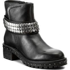 Botki BRONX - 46953-A BX 1417 Black/Silver 187. Czarne botki damskie na obcasie marki Bronx, z materiału. W wyprzedaży za 309,00 zł.