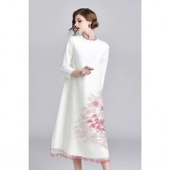 Sukienka w kolorze białym. Białe sukienki na komunię marki Zeraco, z dekoltem na plecach, midi. W wyprzedaży za 379,95 zł.