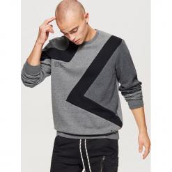 Bluza w geometryczne wzory - Czarny. Czarne bejsbolówki męskie Cropp, l, w geometryczne wzory. Za 99,99 zł.