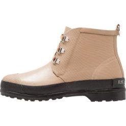 Ilse Jacobsen Kalosze tannin. Brązowe buty zimowe damskie marki Alma en Pena, z materiału, na obcasie. W wyprzedaży za 356,30 zł.