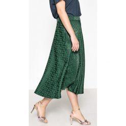 Długie spódnice: Długa rozszerzana, rozkloszowana spódnica