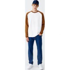 Jeansy regular comfort fit. Niebieskie jeansy męskie regular Pull&Bear. Za 89,90 zł.