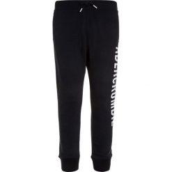 Abercrombie & Fitch CORE LOGO  Spodnie treningowe navy. Niebieskie jeansy chłopięce Abercrombie & Fitch. Za 149,00 zł.