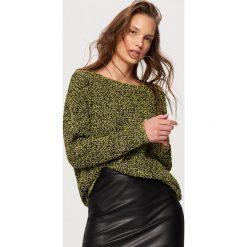 Swetry klasyczne damskie: Sweter z dekoltem z tyłu – Żółty