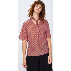 Medicine - Koszula Secret Garden. Szare koszule wiązane damskie marki MEDICINE, l, z tkaniny, casualowe, z krótkim rękawem. W wyprzedaży za 49,90 zł.