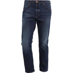 Wrangler SLIDER Jeansy Zwężane sin bin. Szare jeansy męskie marki Wrangler, l, z poliesteru, z kapturem. Za 399,00 zł.