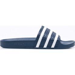 Adidas Originals - Klapki. Szare chodaki męskie adidas Originals, z materiału. W wyprzedaży za 149,90 zł.