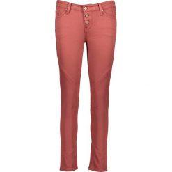"""Odzież damska: Dżinsy """"Jasmin Button"""" w kolorze czerwonym"""