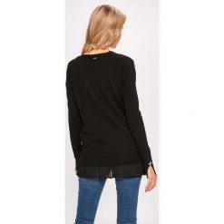 Guess Jeans - Sweter. Niebieskie kardigany damskie marki Guess Jeans, z obniżonym stanem. W wyprzedaży za 319,90 zł.