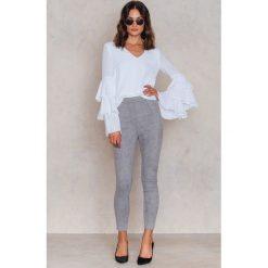 Therese Lindgren Zamszowe spodnie Kathya - Grey. Szare spodnie z wysokim stanem marki Therese Lindgren, z elastanu. W wyprzedaży za 60,89 zł.