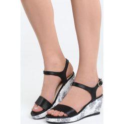 Czarne Sandały Part Of Me. Czarne sandały damskie marki Born2be, z materiału, na koturnie. Za 79,99 zł.