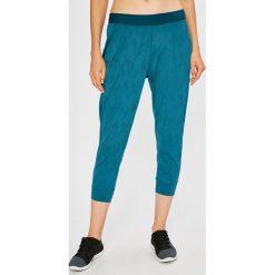 Under Armour - Spodnie Balance. Szare spodnie sportowe damskie marki Under Armour, m, z dzianiny. W wyprzedaży za 199,90 zł.