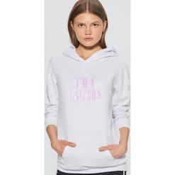 Bluza z motywem jednorożca - Biały. Fioletowe bluzy damskie marki Reserved, l, z kapturem. Za 99,99 zł.