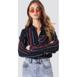 Rut&Circle Koszula w paski Evelyn - Blue. Koszule w niebieskie paski marki Emilie Briting x NA-KD, l. Za 141,95 zł.