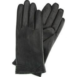 Rękawiczki damskie 39-6L-224-1. Czarne rękawiczki damskie marki Wittchen, z aplikacjami, z polaru. Za 99,00 zł.