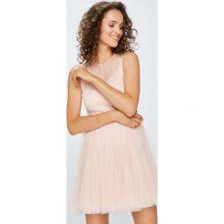 Answear - Sukienka. Szare sukienki balowe ANSWEAR, l, z poliesteru, mini, rozkloszowane. W wyprzedaży za 139,90 zł.