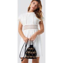 MANGO Sukienka Kiwano - White,Offwhite. Szare sukienki z falbanami marki Mango, na co dzień, l, z tkaniny, casualowe, z dekoltem halter, na ramiączkach, midi, rozkloszowane. Za 283,95 zł.