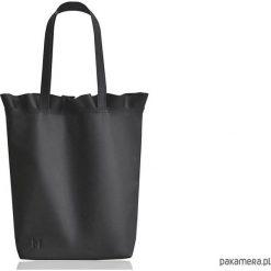 Torebki klasyczne damskie: Skórzana torba z falbanką