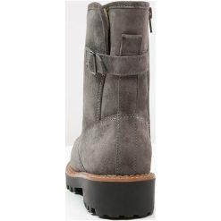 Pier One Botki na platformie pewter. Szare buty zimowe damskie marki Pier One, z materiału, na platformie. W wyprzedaży za 187,85 zł.