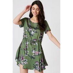 Sukienki hiszpanki: Minkpink Sukienka z falbanką Wanderer – Green