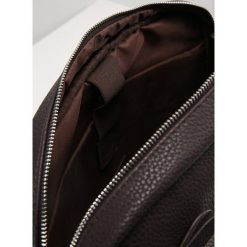 KIOMI Torba na ramię brown. Brązowe torby na ramię męskie KIOMI, na ramię, małe. W wyprzedaży za 126,65 zł.
